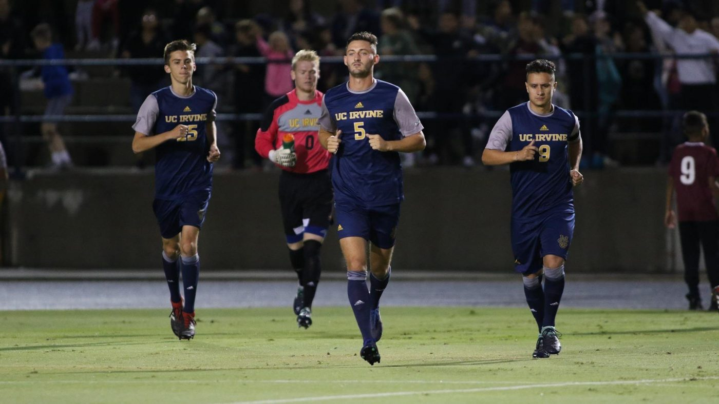 Hamilton (middle) playing for UC Irvine
